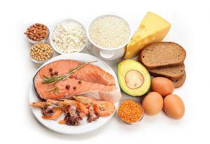 Țineți o dietă echilibrată Includeți mai multe proteine în dietă. Proteinele ajută la menținerea masei musculare.